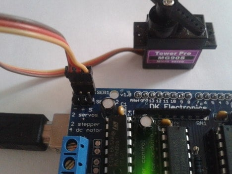 arduino motor shield with servo connected