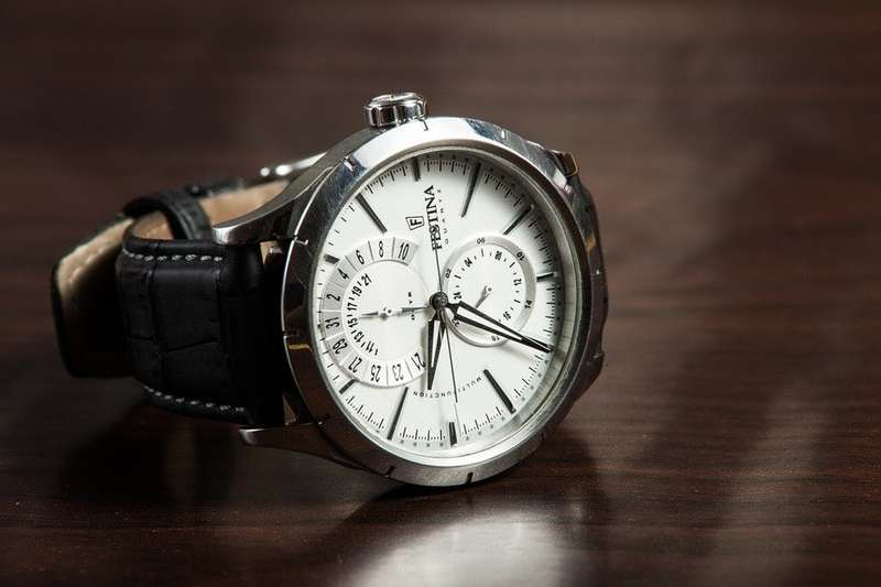 mechanical wristwatch