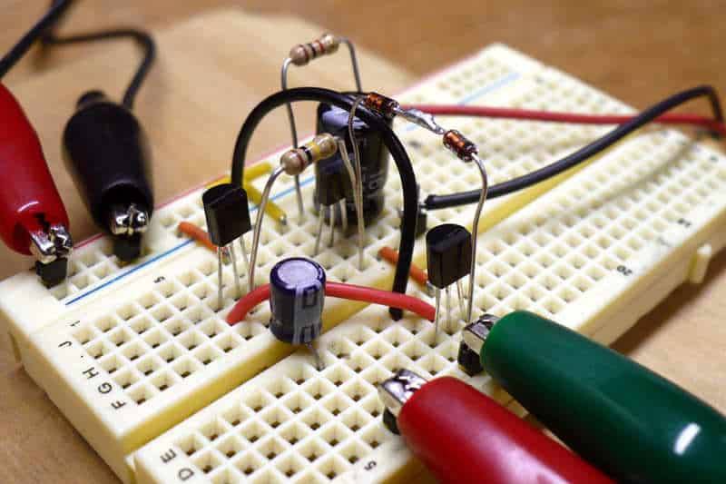 Transistor based class AB amplifier