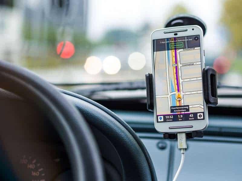 smartphone gps navigation on auto