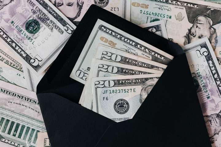 cash money in the envelope